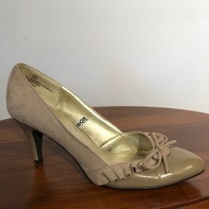 Mossimo Taupe Patent Suede Pumps Size 9.5